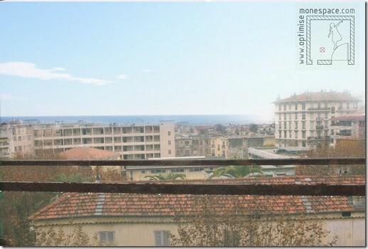 vue mer par dessus les toits de Nice