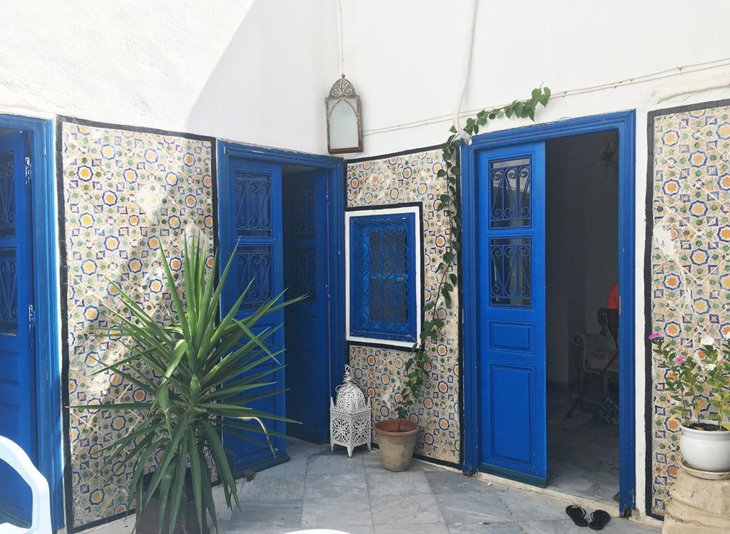 maisons introverties avec patio le g nie des habitations tunisiennes optimise mon espace. Black Bedroom Furniture Sets. Home Design Ideas