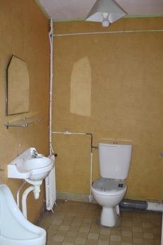 Toilettes maison de bourg