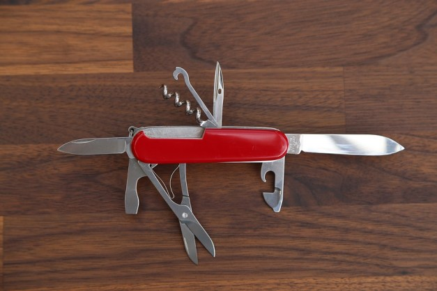 Safety knife for women