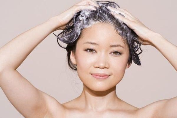 Washing hair for a hair analysis.