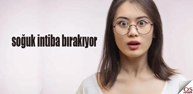 Kadınlara gözlük yasağı!