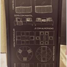 Sugestões de composição de sofá, cama e mesa posta.