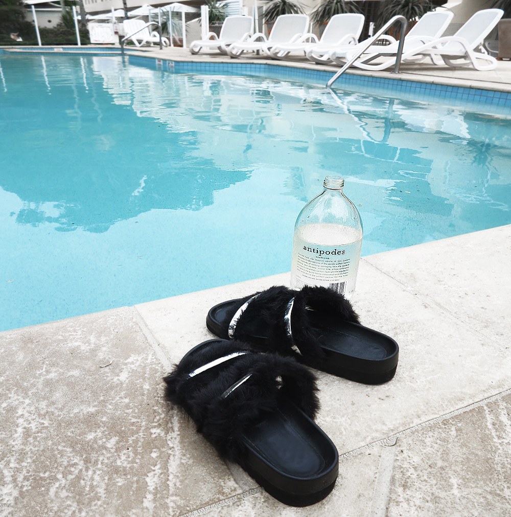 Noosa-Pool-Sandals
