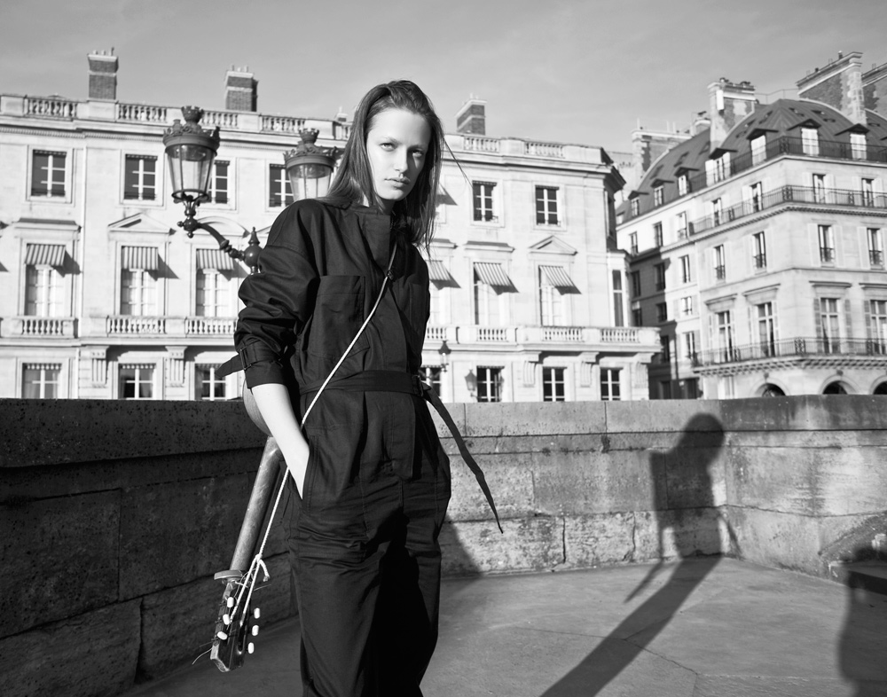 Smith Vanders, Oracle Fox Editorial, Oracle Fox Journal, IMG Models, IMG Models Paris, Isabel Marant, Isabel Marant top, isabel Marant pants, model , Guitar, paris streets, bicycles