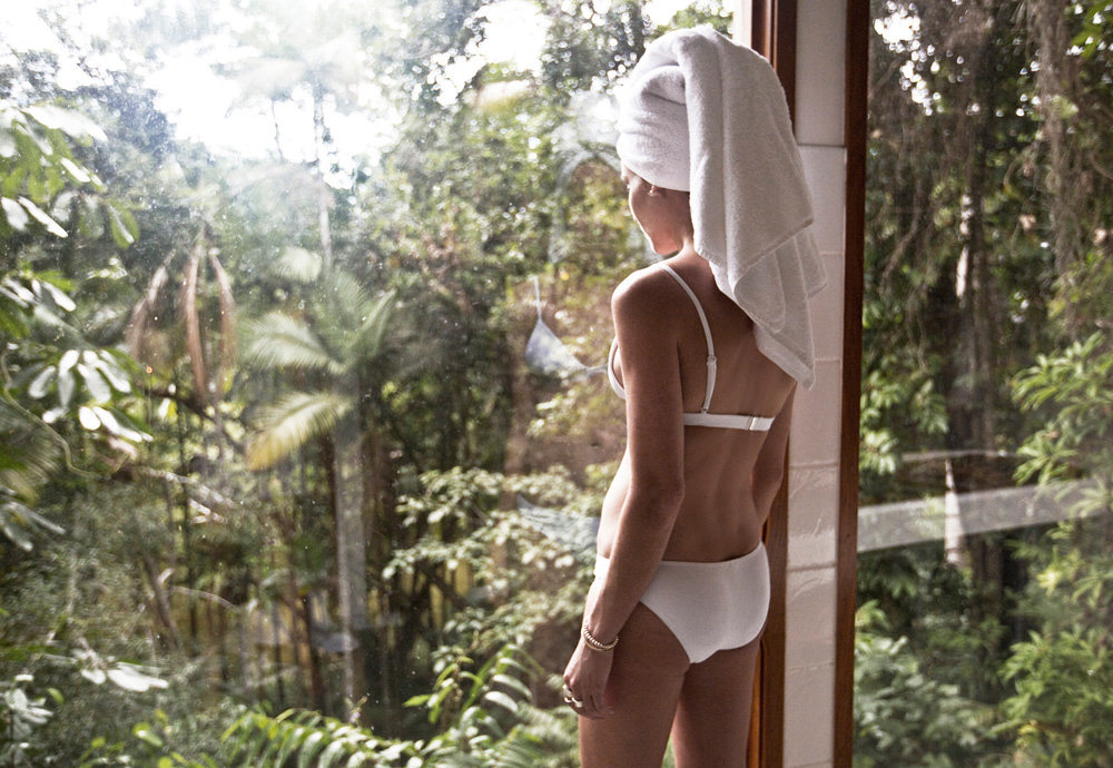 Silky, Oaks, Spa, White, Bikini, Oracle, Fox, Amanda, Shadforth, Holiday, Tropical, North, Queensland, Spa,