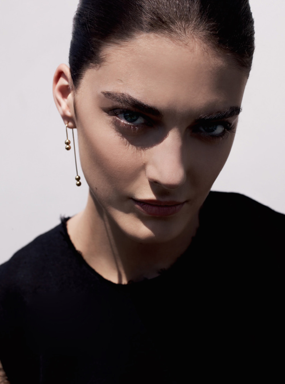 oracle fox, trend, post, black, statement, earring, runway, model