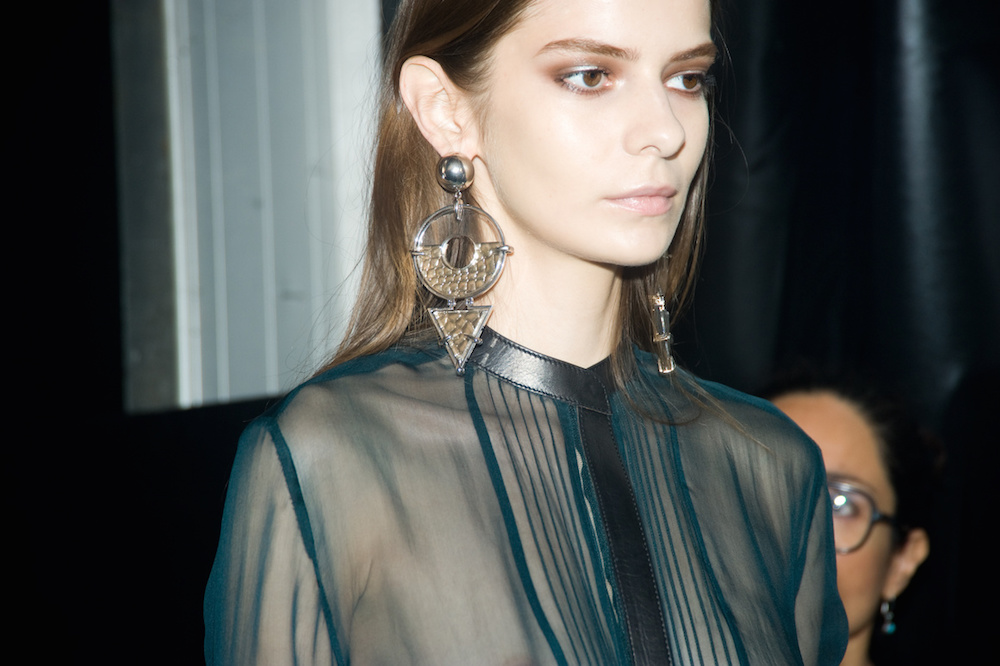 oracle fox, trend, post, gold, statement, earring, runway, model, roberto cavalli