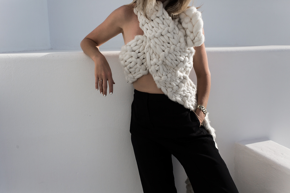 White scarf, black trousers, knitwear, knit, white knit, santorini, outfit, outfit inspiration, amanda shadforth, oracle fox