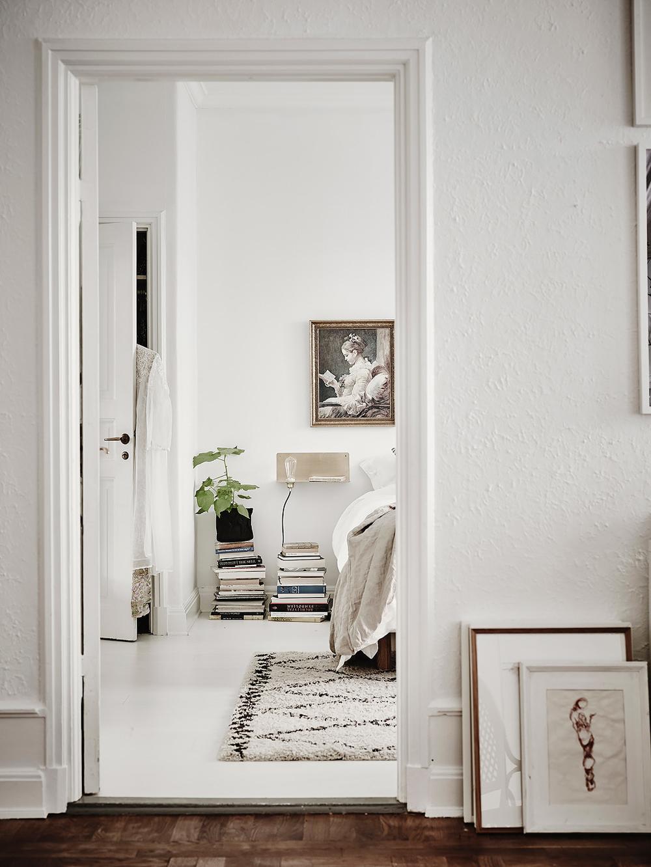 Oracle-Fox-White-Scandinavian-Interior-Bright-Apartment-11