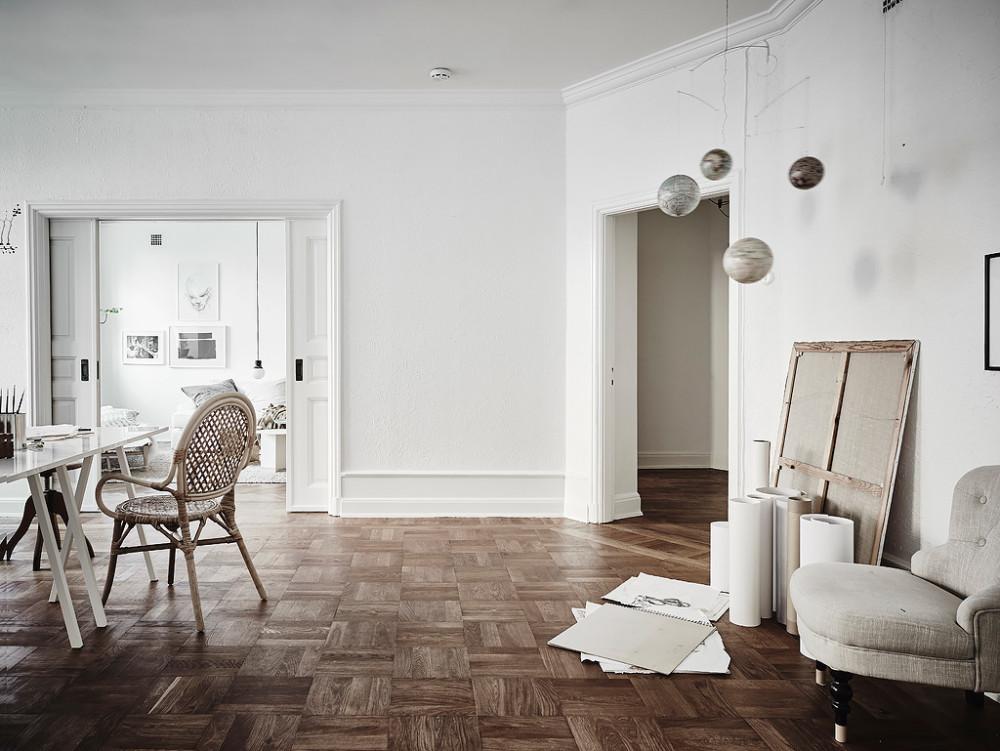 Oracle-Fox-White-Scandinavian-Interior-Bright-Apartment-22