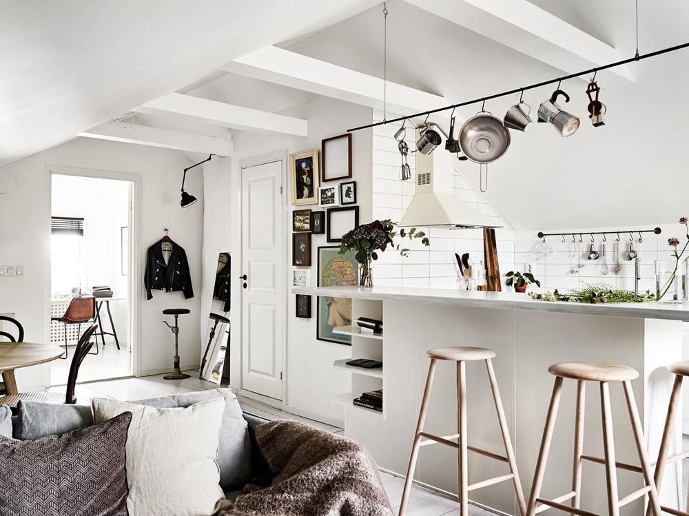 11.Oracle-Fox-Sunday-Sanctuary-Elsewhere-Small-Apartment-living-Alternative-Scandinvian-Interior-8