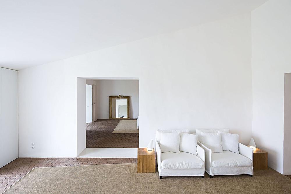 interiors, all white, white walls, farm house, interiors, inspiration, oracle, fox, amanda, sahdforth
