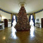 220px-2002_Blue_Room_Christmas_tree 2