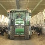 US-farmers'-bank-on-manure-fueled-trucks-2