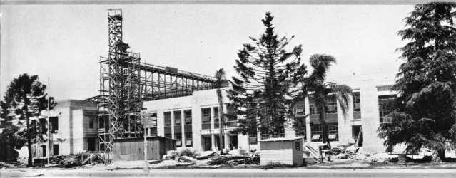 Rebuilding at Anaheim High School after 1933 quake.
