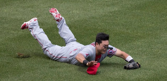 JI-MON CHOI dives to make a catch. He had one of the two Angels' hits in their 1-0 victory over the White Sox Saturday (Flickr/Keith Allison).