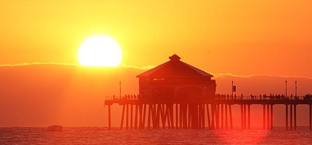 HUNTINGTON BEACH Pier at sundown (Flickr/Nate NB).