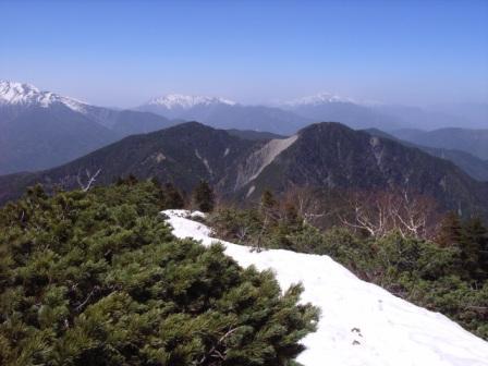笊より北方稜線を眺む