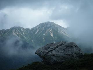 雷岩と鷲羽岳