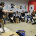 Rythme Signé percussions au lycée Saint-Louis (Saint-Nazaire) avec Gwenael Dedonder de Sysmo 7