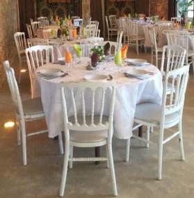 Tables / chaises Napoléon blanches / nappes blanches en coton