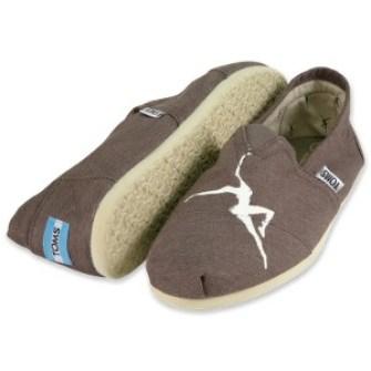 Dave-Matthews-designed-TOMS-shoes1