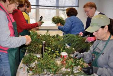 Garden Club Receives Lions Club Grant