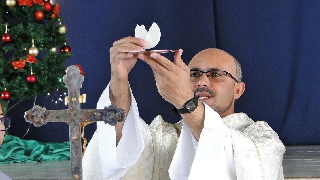 Pe. Luiz Fabiano preside Missa do Domingo da Sagrada Família