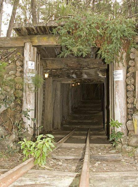 mina-entrada-444x600 Aventura CaLuCe: Caçada Insana em Vila da Pratinha, primeira parte