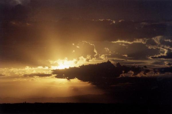 crepusculo-entre-nuvens-600x401 Aventura CaLuCe: Onde estão todos?