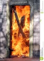 door-flames-2171903-147x200 Correrias numa noite chuvosa, final