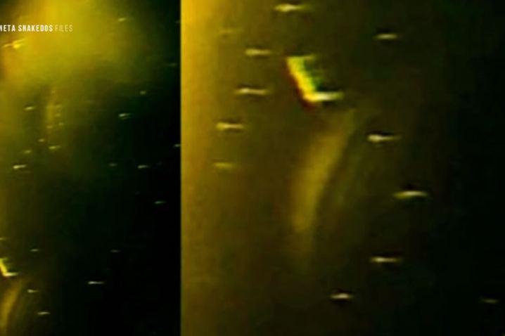 Cientos de naves salen del portal solar