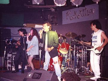 Gerry y Betty encabezando a la banda en Rockotitlán