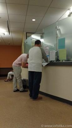 Rejestacja w poczekalni urzędu imigracyjnego w Hartford