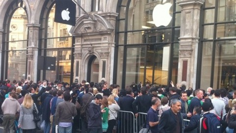 apple-store-queue