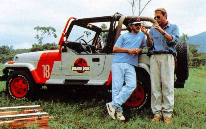 Steven Spielberg og Sam Neill under optagelserne til Jurassic Park (1993). (Foto: Universal Studios)