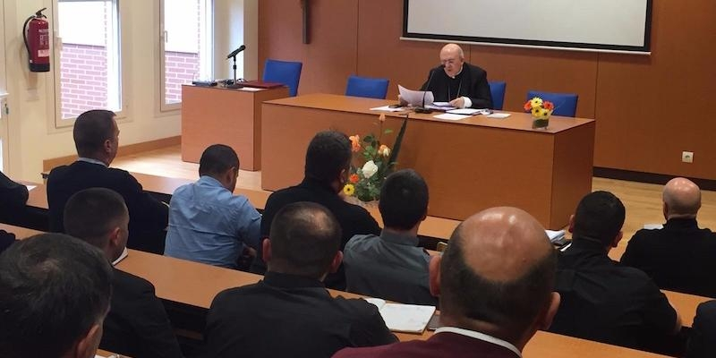 El cardenal Osoro mantiene un encuentro con los sacerdotes del Ordinariato para los fieles orientales en España