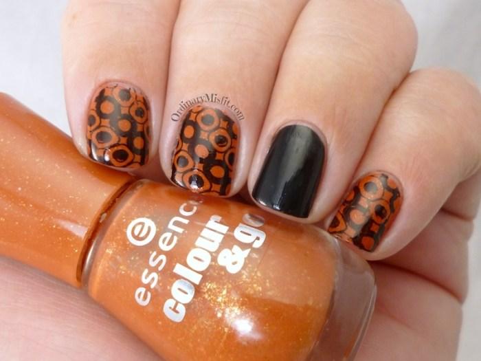 Polka dotty bling bling nail art