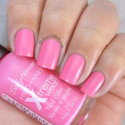 Sally Hansen - Pretty in hot pink