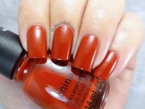 China Glaze - Seeing red