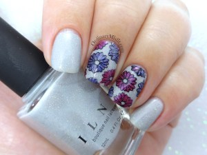 Paper flowers nail art