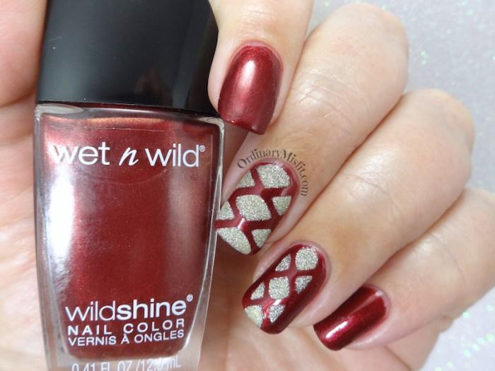 Golden knots nail art