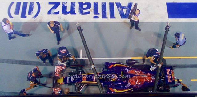 f1-singapore-2016-paddock-club-pit-lane-cars-4