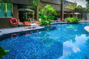 ibis Styles Singapore poolside