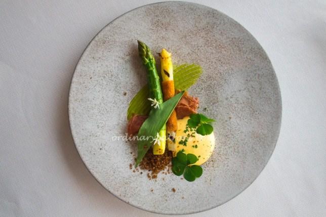Pertuis Asparagus with Champagne Hollandiaise
