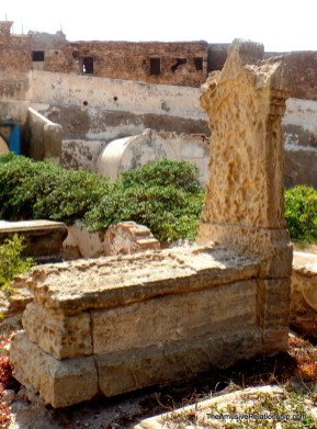 Grave made from shore stone