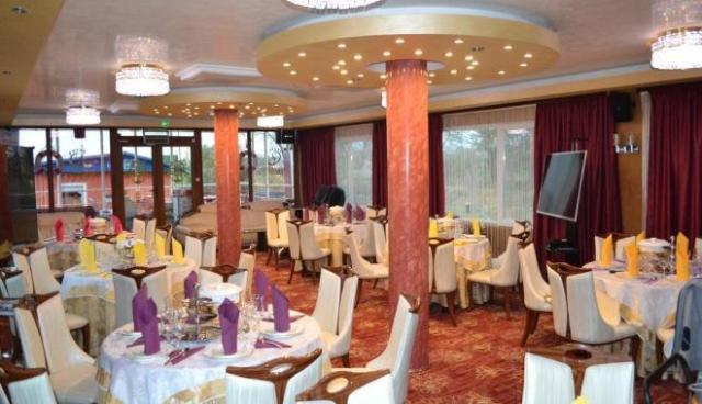 restaurant plutitor