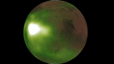 Photo of Why is Mars surrounded by a green glow in recent NASA images?
