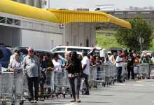 US residents buy food and essentials half of Americans prepare for months of chaos